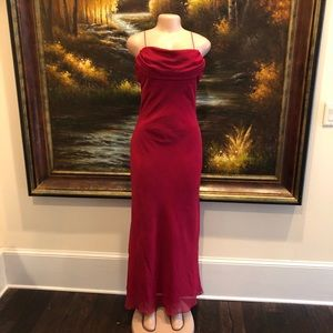 3/$25☀️ Milano Gown Red Size Medium